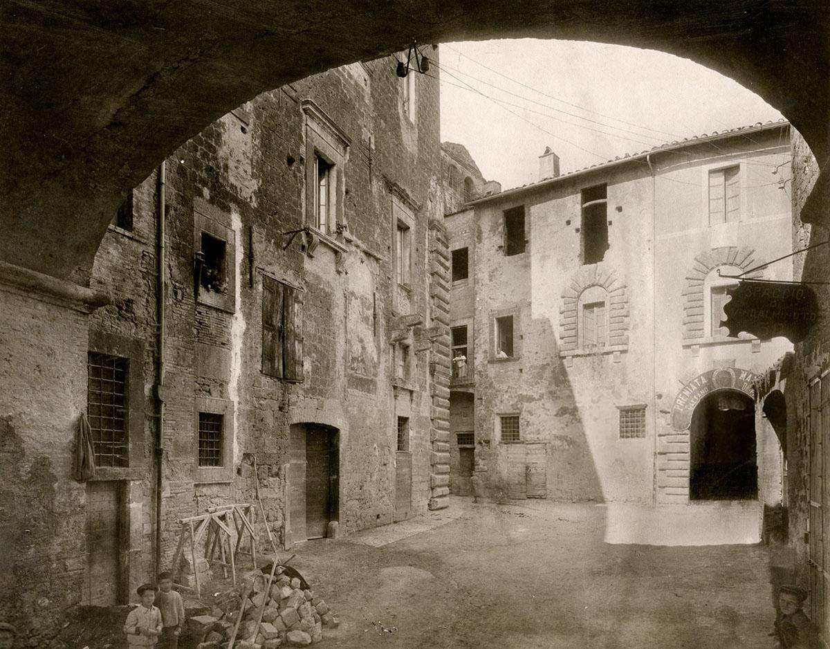 Banderari Terni è una elegante boutique all'interno di un locale storico nel centro di Terni in Umbria