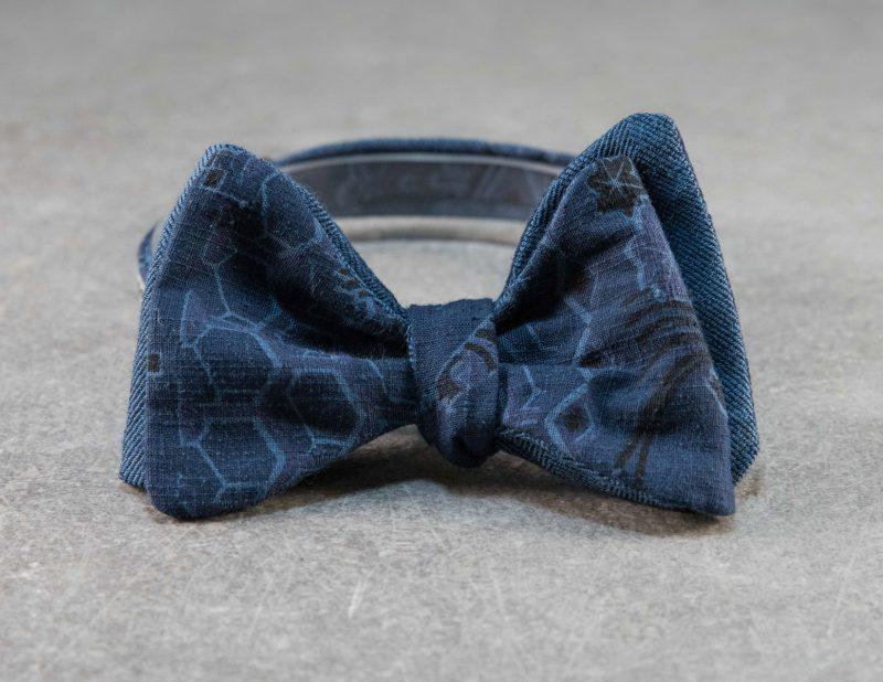 Papillon da uomo sartoriale da annodare - Seta giapponese ricavata da un kimono vintage blu - Esclusivo farfallino di lusso 100% Made in Italy