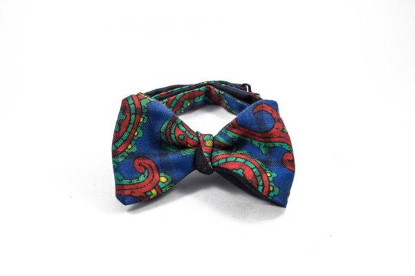 Papillon da uomo da annodare sartoriale - Cashmere pettinato stampato fantasia paisley blu rosso su check blu pezzo unico 100% Made in Italy papillon lusso