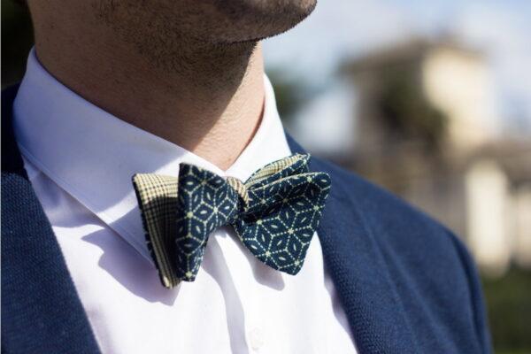 Papillon da uomo sartoriale da annodare - Seta giapponese ricavata da un kimono vintage fantasia geometrico blu e verde da cerimonia 100% Made in Italy