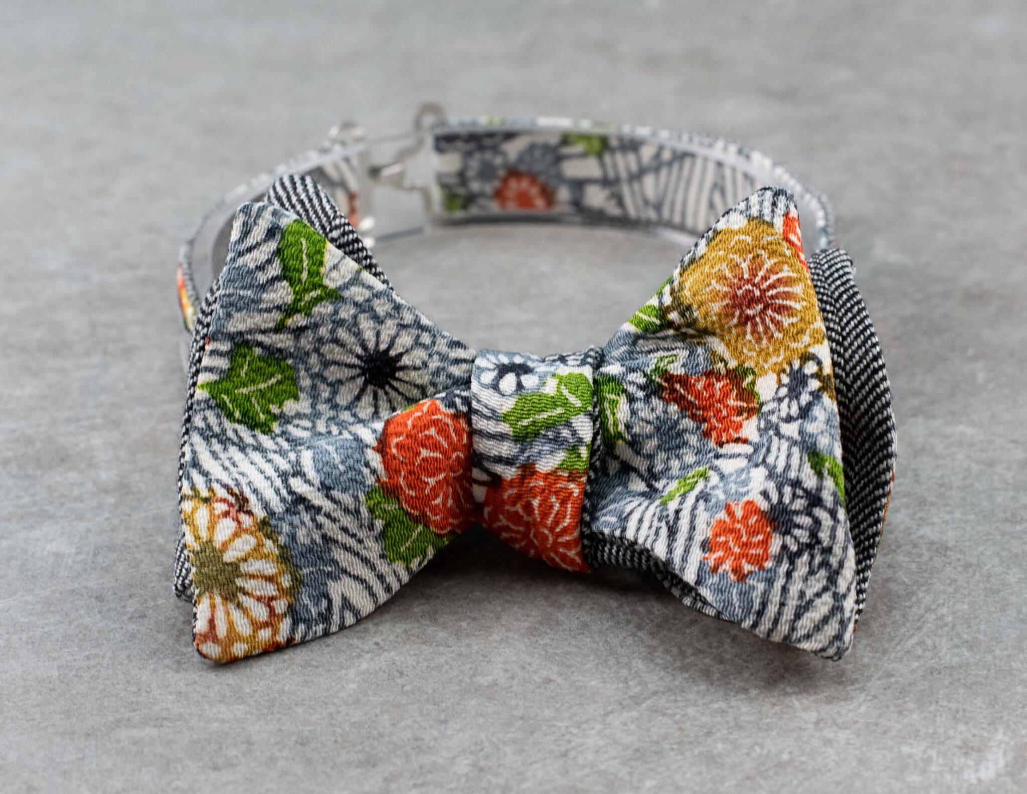 Papillon da uomo sartoriale da annodare - Seta giapponese ricavata da un kimono vintage fantasia floreale grigio da cerimonia 100% Made in Italy