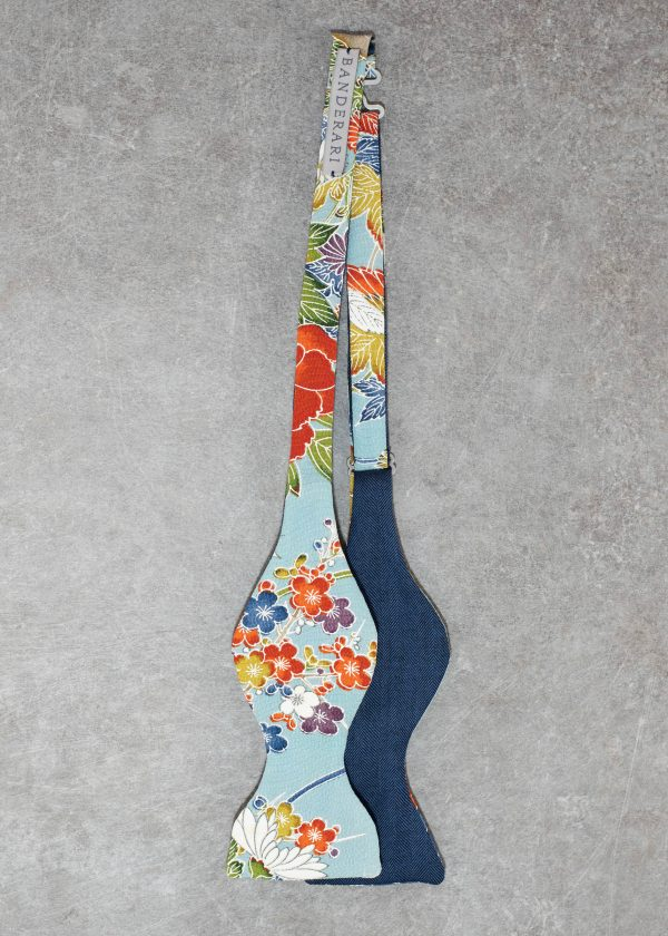 Papillon da uomo sartoriale da annodare - Seta giapponese ricavata da un kimono vintage floreale blu azzurro - Farfallino da cerimonia 100% Made in Italy