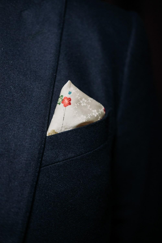 pochette in seta giapponese Storie di ordinaria eleganza. Trame che parlano di persone che hanno scelto l'esperienza Banderari per i propri abiti su misura.