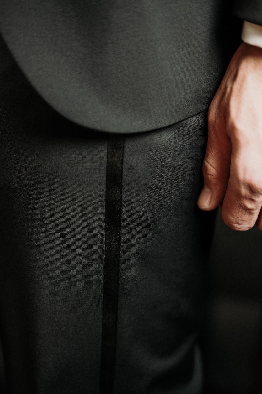 Storie di ordinaria eleganza. Trame che parlano di persone che hanno scelto l'esperienza Banderari per i propri abiti su misura.