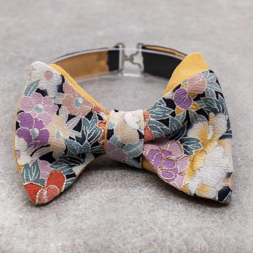 Papillon da uomo sartoriale da annodare - Seta giapponese ricavata da un kimono vintage floreale arancio lilla - Farfallino da cerimonia 100% Made in Italy