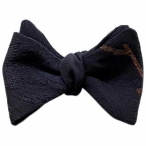 Papillon da uomo sartoriale da annodare - Seta giapponese ricavata da un kimono vintage floreale nero oro black tie - Farfallino da cerimonia Made in Italy papillon per sposo e matrimonio. Il papillon perfetto per lo smoking dress code black tie