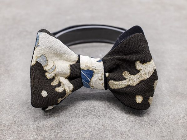 Papillon da uomo sartoriale da annodare - Seta giapponese ricavata da un kimono vintage nero con onda bianco blu- Farfallino da cerimonia 100% Made in Italy