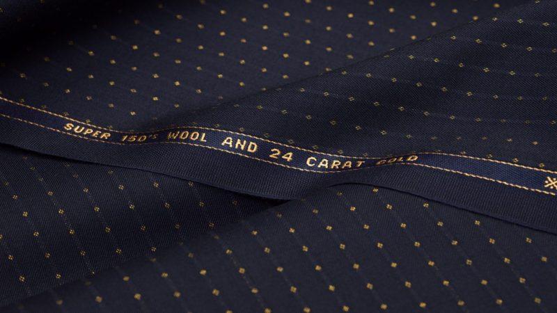 Dettaglio del tessuto di colore blue fabric utilizzato per la realizzazione del papillon Banderari Stvpor Mundi della collezione Luxus