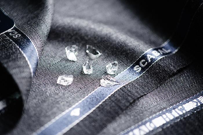 Un dettaglio del tessuto Scabal Diamond Chip utilizzato per la realizzazione del papillon Banderari Casanova